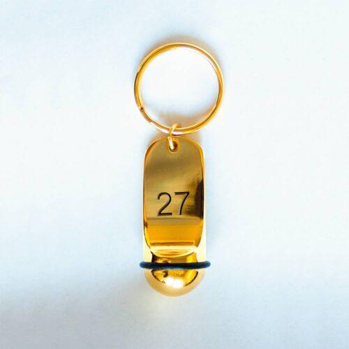 Брелок для гостиничного номера золотистого цвета с номером